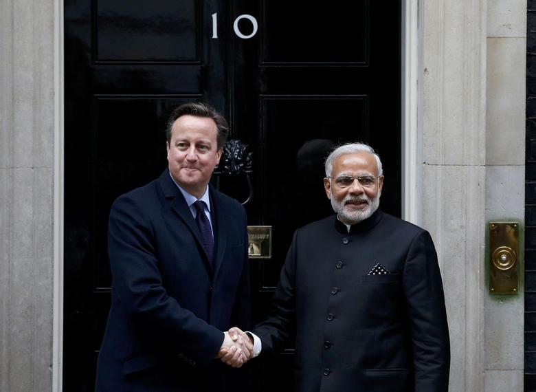 India's Prime Minister Narendra Modi's is greeted by Britain's Prime Minister David Cameron outside 10 Downing Street, in London, November 12, 2015.     REUTERS/Peter Nicholls