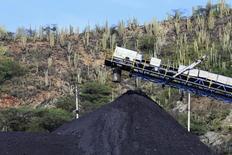 Un puerto de carbón es fotografiado en la ciudad caribeña de Santa Marta, foto de archivo tomada el 28 de agosto de 2013.  REUTERS/Juliana Alvarez