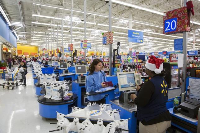 A shopper checks out at a Walmart store in Secaucus, New Jersey, November 11, 2015. REUTERS/Lucas Jackson