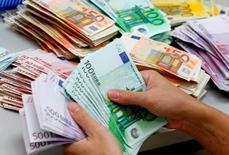 La Commission européenne a laissé entendre mardi qu'elle était prête à accorder à la France des marges sur son déficit pour prendre en compte l'augmentation des dépenses liées à la sécurité après les attentats de Paris et Saint-Denis. /Photo d'archives/REUTERS