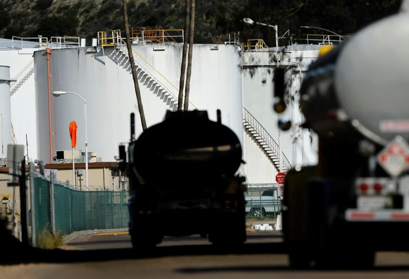 турция нефть грузовики фото подшивки карниза