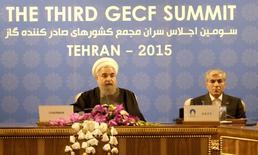 El presidente de Irán, Hassan Rouhani, en la tercera cumbre del Foro de Países Exportadores de Gas (GECF, por sus siglas en inglés) en Teherán, nov 23, 2015. Irán está aumentando su capacidad de exportación de gas natural antes del levantamiento de las sanciones internacionales en su contra, dijo el lunes el presidente Hassan Rouhani durante un encuentro en Teherán en el que buscó cortejar a inversores extranjeros.   REUTERS/Raheb Homavandi/TIMA ATENCIÓN EDITORES, IMAGEN DE TERCEROS, DISPONIBLE SOLO PARA SU USO EDITORIAL.