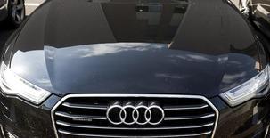 Audi a suspendu deux ingénieurs après la découverte que les émissions polluantes de ses moteurs diesel de grosse cylindrée dépassaient les limites autorisées aux Etats-Unis. /Photo prise le 28 septembre 2015/REUTERS/Yves Herman