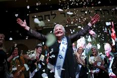 Rita Berkowitz, 83, a Holocaust survivor and winner of a beauty contest for survivors of the Nazi genocide, waves on a stage, in the northern Israeli city of Haifa, November 24, 2015. REUTERS/Amir Cohen