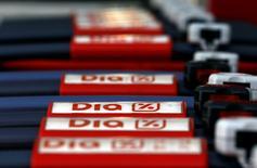 Casino et le distributeur espagnol Distribuidora Internacional De Alimentacion (DIA) ont annoncé lundi avoir conclu une alliance stratégique internationale dans les achats et les services. Sous réserve de l'approbation des autorités de concurrence compétentes, cette alliance sera opérationnelle dès les négociations commerciales 2016. /Photo d'archives/REUTERS/Sergio Perez