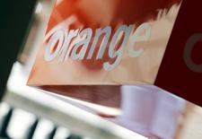 Orange aurait mandaté les banques BNP Paribas et Morgan Stanley pour le conseiller dans ses réflexions sur la consolidation du marché européen des télécoms. Dans cette potentielle recomposition, l'ancien monopole Telecom Italia est régulièrement présenté comme une cible, Orange et Deutsche Telekom étant cités comme acheteurs potentiels. /Photo d'archives/REUTERS/Régis Duvignau