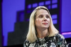 Le conseil d'administration de Yahoo va réfléchir d'ici la fin de la semaine à la vente des activités internet du groupe, selon une source informée de ces projets. La réflexion du conseil d'administration intervient dans le cadre d'un débat plus global sur l'avenir de l'entreprise et celui de sa directrice générale Marissa Mayer, qui n'a pas comblé les espoirs suscités par son arrivée en provenance de Google en 2012. /Photo prise le 3 novembre 2015/REUTERS/Elijah Nouvelage