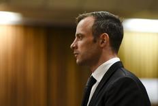 Medalhista paralímpico Oscar Pistorius em tribunal em Pretória.  08/12/2015   REUTERS/Herman Verwey/Pool