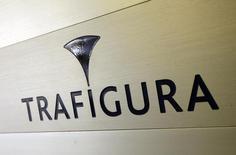 Логотип Trafigura на входе в офис компании в Женеве. 11 марта 2012 года. Годовая чистая прибыль сырьевого трейдера Trafigura выросла на 6,5 процента за счет увеличения продаж нефти и металлов. REUTERS/Denis Balibouse