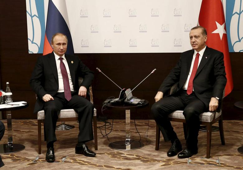 Turkey's President Tayyip Erdogan (R) meets with his Russian counterpart Vladimir Putin  at the Group of 20 (G20) leaders summit in the Mediterranean resort city of Antalya, Turkey, November 16, 2015. REUTERS/Kayhan Ozer/Pool