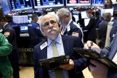 Traders work on the floor of the New York Stock Exchange December 11, 2015. REUTERS/Brendan McDermid
