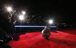 """Droid BB-8 arrives at the world premiere of the film """"Star Wars: The Force Awakens"""" in Hollywood, California, December 14, 2015. REUTERS/Mario Anzuoni"""