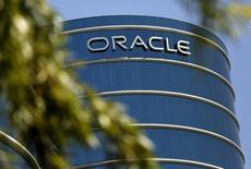 """Oracle annonce mercredi un bénéfice meilleur que prévu à 2,2 milliards de dollars au deuxième trimestre, grâce aux fortes ventes de services d'informatique dématérialisée (""""cloud)"""". /Photo prise le 15 juin 2015/REUTERS/Robert Galbraith"""