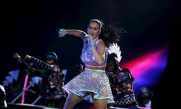 Katy Perry performs during a concert at the Rock in Rio Music Festival in Rio de Janeiro, Brazil, September 28, 2015. REUTERS/Pilar Olivares