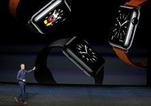 Apple annonce jeudi la nomination de Jeff Williams, l'ancien responsable du projet Apple Watch, au poste de directeur général adjoint, qui était resté vacant depuis l'accession de Tim Cook au poste de directeur général en 2011. /Photo prise le 9 septembre 2015/REUTERS/Beck Diefenbach