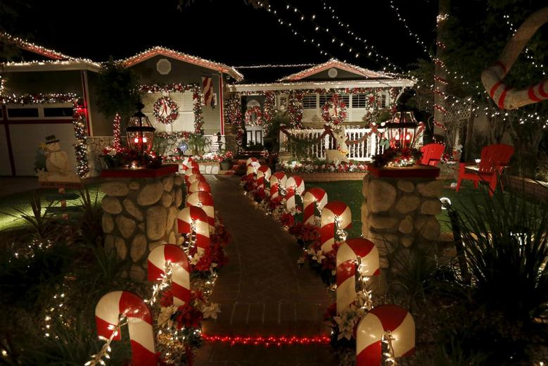 Battle Of The Christmas Lights Reuters Com