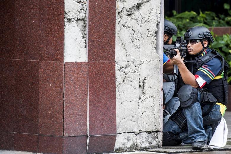 Indonesian Navy special forces take part in an anti-terror drill in Jakarta, December 20, 2015 in this photo taken by Antara Foto. REUTERS/M Agung Rajasa/Antara Foto
