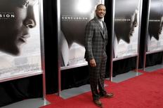 """Actor Will Smith poses as he arrives for the New York premiere of the film """"Concussion"""" in the Manhattan borough of New York City, December 16, 2015.   REUTERS/Mike Segar"""