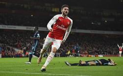 Olivier Giroud, do Arsenal, comemora gol contra o Manchester City, nesta segunda-feira. 21/12/2015 REUTERS/Dylan Martinez/Livepic