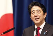 Премьер-министр Японии Синдзо Абэ на пресс-конференции в своей резиденции в Токио. 20 марта 2014 года. Правительство премьер-министра Японии Синдзо Абэ в четверг одобрило рекордный бюджет на 2016 бюджетный год, ставка в котором сделана на увеличение роста и доходов от налогообложения для достижения цели: восстановления экономики и ограничения крупнейшего в мире внешнего долга. REUTERS/Yuya Shino