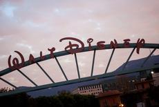 """Walt Disney est l'une des valeurs à suivre à Wall Street alors que """"Le Réveil de la Force"""", septième volet de la saga de la """"Guerre des étoiles"""" a dépassé ce week-end le milliard de dollars de recettes dans le monde, soit 12 jours après sa sortie, un record dans l'industrie du cinéma. /Photo d'archives/REUTERS/Eric Thayer"""