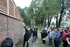 Japanese architect Shigeru Ban (C) shows a prototype of the Nepal House Project in Kathmandu October 19, 2015.  REUTERS/Shigeru Ban Architects/Handout via Reuters
