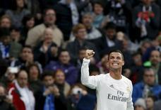 Cristiano Ronaldo comemora gol marcado em vitória do Real Madrid contra o Real Sociedade. 30/12/2015 REUTERS/Juan Medina