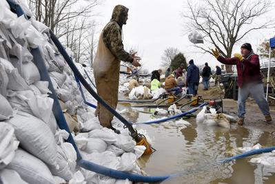 Deadly flooding hits Missouri