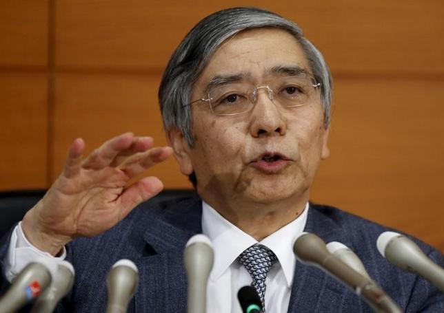 1月5日、黒田日銀総裁はNHKとのインタビューで、必要があれば十分な追加緩和はいつでもできると述べた。写真は2015年12月会見時に撮影。(2016年 ロイター/Toru Hanai)