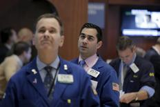 Traders work on the floor of the New York Stock Exchange January 5, 2016. REUTERS/Brendan McDermid