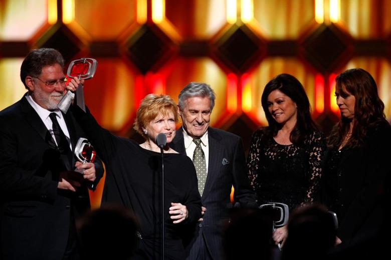 (L-R)Actors Richard Masur, Bonnie Franklin, Pat Harrington Jr., Valerie Bertinelli and Mackenzie Phillips accept an award for the show One Day at a Time during the 10th Anniversary TV Land Awards in New York April 14, 2012. REUTERS/Eric Thayer
