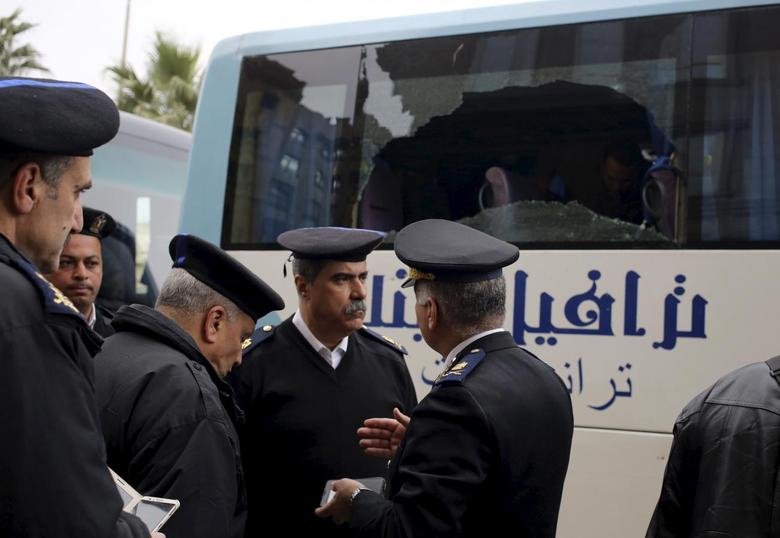 Police are seen at the scene where gunmen attacked a tourist bus in front of a hotel in Giza, Greater Cairo, Egypt January 7, 2016.  REUTERS/Asmaa Waguih