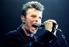 David Bowie performs during a concert in Vienna, Austria in this February 4, 1996 file photo. REUTERS/Leonhard Foeger/Files