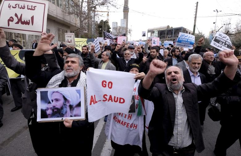A protester holds a picture of Shi'ite cleric Sheikh Nimr al-Nimr, who was executed in Saudi Arabia, as others chant slogans during a rally after Friday prayers in Tehran January 8, 2016. REUTERS/Raheb Homavandi