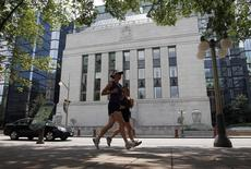 Joggers run past the Bank of Canada building in Ottawa July 17, 2012.     REUTERS/Chris Wattie