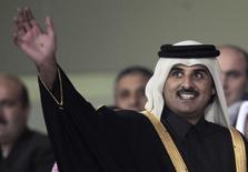 Кронпринц Катара Тамим бин Хамад аль Тани в Дубае 23 декабря 2011 года. Эмир Катара прилетит в Россию обсудить с ее лидером Владимиром Путиным ситуацию на Ближнем Востоке, сообщил в пятницу Кремль. REUTERS/Fadi Al-Assaad
