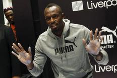 Jamaican sprinter Usain Bolt shows his hands after making hand imprints during an event arranged by his sponsors in Mexico City, October 7, 2015. REUTERS/Edgard Garrido