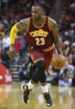 LeBron James, do Cleveland Cavaliers, durante partida contra o Houston Rockets, em Houston. 15/01/2016 REUTERS/Troy Taormina-USA TODAY Sports