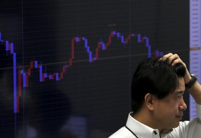 1月19日、正午のドル/円は、前日ニューヨーク市場午後5時時点からほぼ変わらずの117.34/36円の気配だった。写真は都内で昨年8月撮影(2016年 ロイター/Yuya Shino)