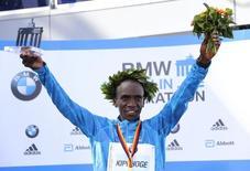 Kenya's Eliud Kipchoge celebrates during the victory ceremony after winning the men's 42nd Berlin marathon, in Berlin, Germany September 27, 2015.  REUTERS/Hannibal Hanschke