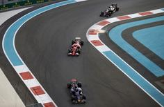 Pilotos de Fórmula durante Grande Prêmio de Abu Dhabi. 29/11/2015 REUTERS/Thaier Al-Sudani