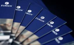 Zurich Insurance s'attend à une perte de 100 millions de dollars (91,18 millions d'euros) au quatrième trimestre dans son activité principale d'assurance généraliste. Cette perte dans l'assurance IARD provient essentiellement du coût cumulé des tempêtes en Grande-Bretagne et en Irlande l'an dernier, estimé à 275 millions de dollars. /Photo d'archives/REUTERS/Thomas Hodel