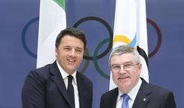 Italian Prime Minister Matteo Renzi (L) and International Olympic Committee (IOC) President Thomas Bach pose after meeting at the IOC headquarters in Lausanne, Switzerland, January 21, 2016. REUTERS/Pierre Albouy