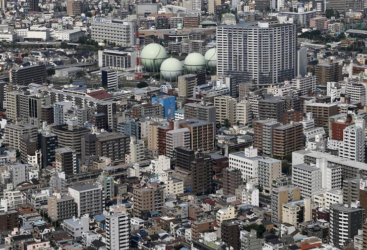 Gas tanks of Tokyo Gas Co.,Ltd are seen in the city of Yokohama, south of Tokyo, Japan, September 4, 2015. REUTERS/Yuya Shino