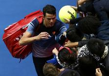 Canada's Milos Raonic signs autographs after winning his fourth round match against Switzerland's Stan Wawrinka at the Australian Open tennis tournament at Melbourne Park, Australia, January 25, 2016. REUTERS/Jason Reed