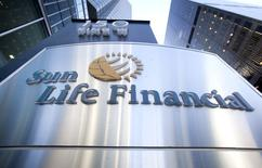 The logo of Sun Life Financial is seen in Toronto May 6, 2015. Canadian insurer Sun Life Financial Inc reported a higher quarterly profit on Tuesday, driven by strength in its asset management business and healthy growth in Asia.  REUTERS/Fred Thornhill