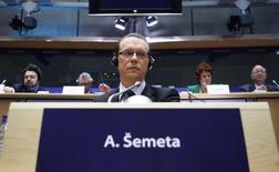 Еврокомиссар по налогообложению, таможенному союзу, аудиту и борьбе с мошенничеством Альгирдас Шемета на заседании бюджетного комитета Европарламента в Брюсселе. 12 января 2010 года. Украина должна проявить решимость в борьбе с коррупцией путём привлечения высокопоставленных лиц к уголовной ответственности, иначе ей придётся столкнуться с повсеместным разочарованием как внутри страны, так и среди зарубежных организаций, заявил глава антикоррупционного ведомства, финансируемого из международных источников. REUTERS/Francois Lenoir