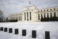 """Здание ФРС в Вашингтоне. 26 января 2016 года. Федеральная резервная система США сохранила ключевую ставку в диапазоне 0,25-0,50 процента и сообщила, что """"пристально следит"""" за ситуацией в глобальной экономике и финансах, но сохранила оптимистичную оценку американской экономики. REUTERS/Jonathan Ernst"""