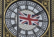 Bandeira britânica em frente à torre do relógio do Big Ben em Londres. 18/01/2016 REUTERS/Toby Melville