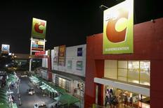 Magasin BigC, filiale de Casino, à Bangkok, en Thaïlande. Les actifs asiatiques de Casino ont attiré l'intérêt du singapourien Dairy Farm et du sud-coréen Lotte Shopping, qui devront cependant faire des offres alléchantes pour espérer l'emporter face à des milliardaires thaïlandais, estiment des banquiers. /Photo prise le 27 janvier 2016/REUTERS/Athit Perawongmetha